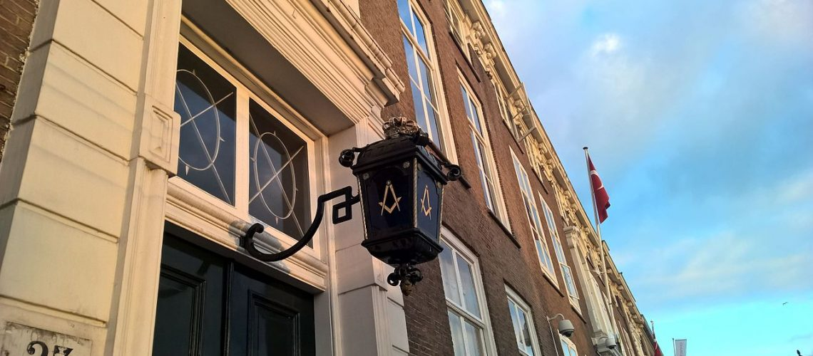 Freemason_lantern_in_the_Hague_2016